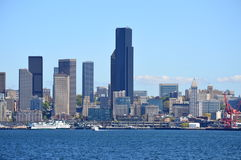 Skyline de Seattle tomada da balsa da ilha de Bainbridge Foto de Stock Royalty Free