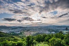Skyline de Seoul, a melhor vista de Coreia do Sul de Coreia do Sul com a alameda do mundo de Lotte na fortaleza de Namhansanseong imagens de stock