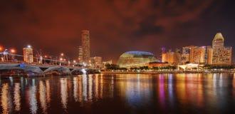 Skyline de Singapore na noite fotografia de stock