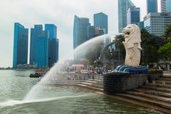 Skyline de Singapura do distrito financeiro e da Marina Bay Imagens de Stock Royalty Free