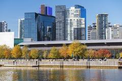 Skyline de Southbank e rio de Yarra, Melbourne, Austrália Fotos de Stock