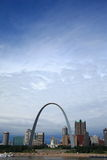 Skyline de St Louis - arco do Gateway foto de stock