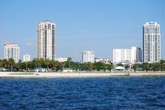 Skyline de St Petersburg, beira-rio de Florida Imagens de Stock