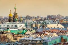 Skyline de St Petersburg e igreja do salvador na abóbada do sangue Foto de Stock Royalty Free