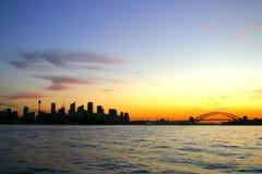 Skyline de Sydney na noite fotografia de stock royalty free