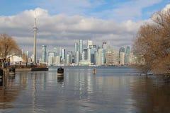 Skyline de Toronto e torre da NC imagens de stock