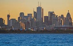 Skyline de Toronto na luz do amanhecer foto de stock