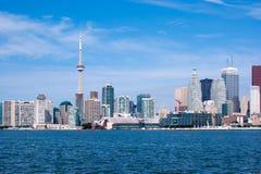 Skyline de Toronto sob um céu claro Foto de Stock Royalty Free