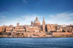 Skyline de Valletta com o St Pauls Cathedral Fotos de Stock Royalty Free