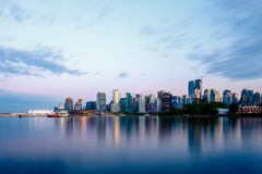 Skyline de Vancôver no por do sol imagem de stock