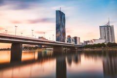 Skyline de Viena no Danube River Imagens de Stock