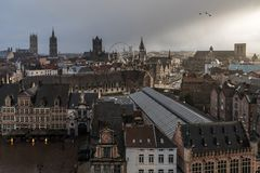 A skyline de vista medieval urbana de Ghent, Bélgica imagem de stock royalty free