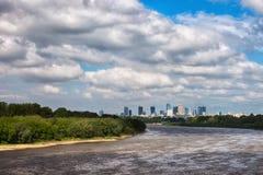 Skyline de Vistula River e de Varsóvia Imagens de Stock