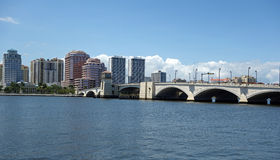 Skyline de West Palm Beach do centro, Florida Imagem de Stock