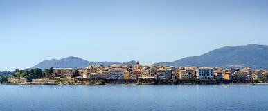 Skyline der schönen Mittelmeerstadt vom Wasser Lizenzfreies Stockbild