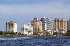 Skyline des Fort Lauderdale vom Kanal Stockfotografie
