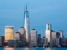 Skyline des Lower Manhattan nachts Stockfoto