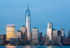Skyline des Lower Manhattan nachts Lizenzfreies Stockfoto