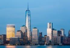 Skyline des Lower Manhattan nachts Lizenzfreies Stockfoto