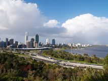 Skyline do beira-rio da cidade de Perth Fotografia de Stock Royalty Free