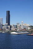 Skyline do beira-rio de Seattle, com balsa Imagem de Stock Royalty Free
