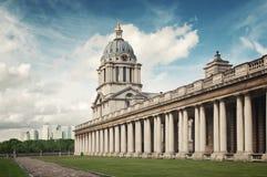 Skyline do cais e faculdade amarelas de Greenwich Fotos de Stock Royalty Free