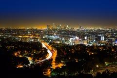 Skyline do centro Califórnia do por do sol de Los Angeles da noite do LA Fotos de Stock