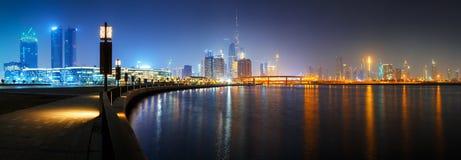 Skyline do centro do centro da cidade de Dubai fotos de stock
