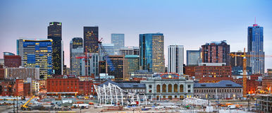 Skyline do centro de Denver Colorado no por do sol Imagem de Stock Royalty Free