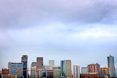 Skyline do centro de Denver Colorado no por do sol Fotografia de Stock Royalty Free