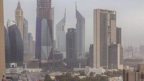 Skyline do centro de Dubai no timelapse aéreo da manhã com tráfego na estrada filme