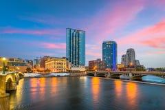 Skyline do centro de Grand Rapids, Michigan, EUA fotos de stock