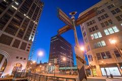 Skyline do centro de Milwaukee nos EUA imagens de stock royalty free