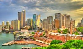 Skyline do distrito financeiro central de Sydney no cais circular, Austrália fotos de stock royalty free