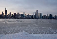 Skyline do inverno no crepúsculo Fotos de Stock Royalty Free