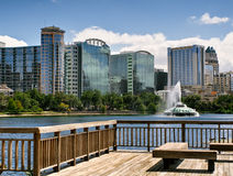 Skyline do lago Eola e do Orlando imagem de stock royalty free