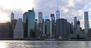 skyline do Lower Manhattan de 4K UltraHD através do East River filme