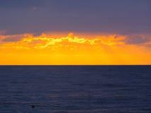 Skyline do mar após o por do sol imagens de stock royalty free