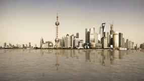 Skyline do marco de Shanghai do reminiscente na paisagem da cidade Fotografia de Stock Royalty Free