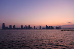 Skyline do por do sol Fotografia de Stock