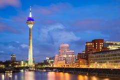 Skyline do porto de Dusseldorf, Alemanha foto de stock
