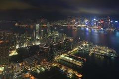 Skyline do porto de Victoria na noite Imagens de Stock