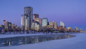Skyline do ` s de Calgary no nascer do sol Imagens de Stock Royalty Free
