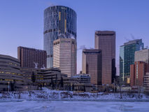 Skyline do ` s de Calgary no nascer do sol Imagem de Stock Royalty Free
