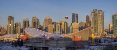 Skyline do ` s de Calgary no nascer do sol Fotografia de Stock Royalty Free