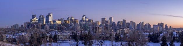 Skyline do ` s de Calgary no por do sol Foto de Stock