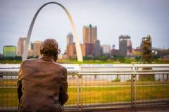 Skyline do Saint Louis de Malcom Martin W Memorial Park foto de stock