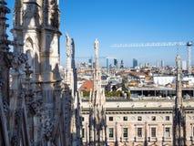 Skyline do telhado de Milan Cathedral foto de stock royalty free