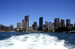 Skyline dos arranha-céus do porto Imagens de Stock