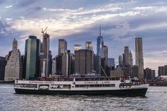 Skyline dos arranha-c?us em Manhattan, New York City, EUA fotografia de stock